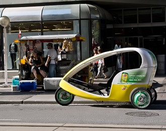 20090122_pedicabs_pedal_powered_cab_queen_st_toronto